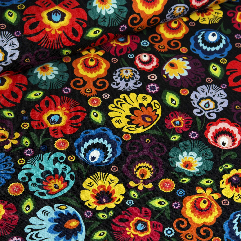látka-teplákovina-folklórní-květy-na-černém-podkladu-ns-1717