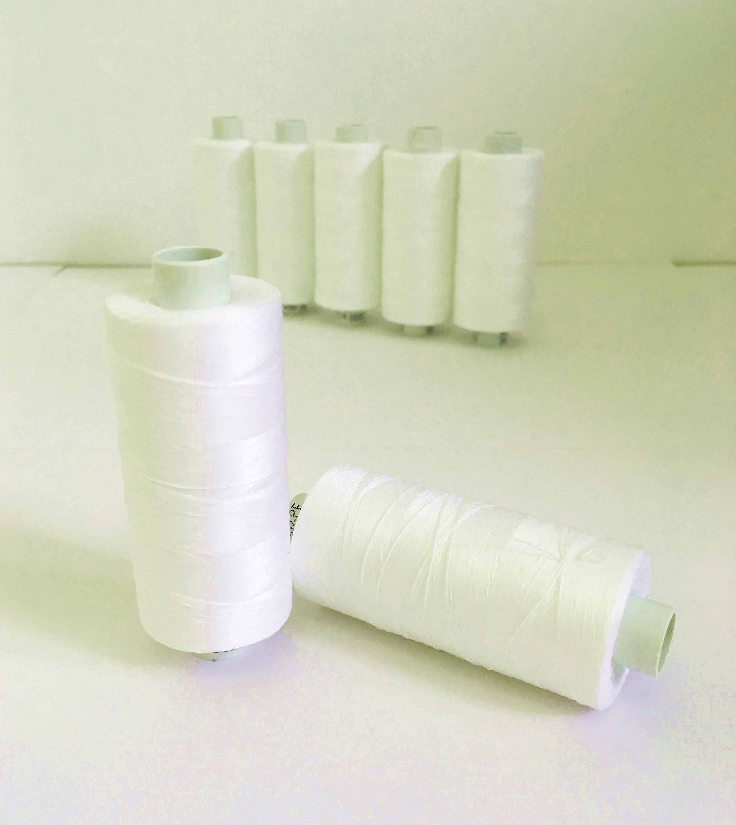 polyesterová-nit-ester-1000-barva-ecru